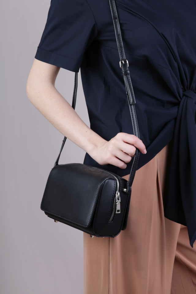 Kumo Sling Clutch (Black)