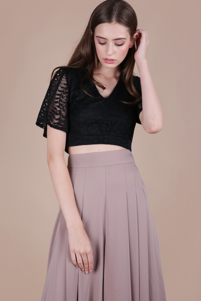 Lara Lace Sleeved Top (Black)