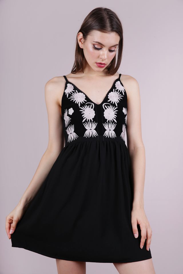 Aubrey Embroidery Dress (Black)