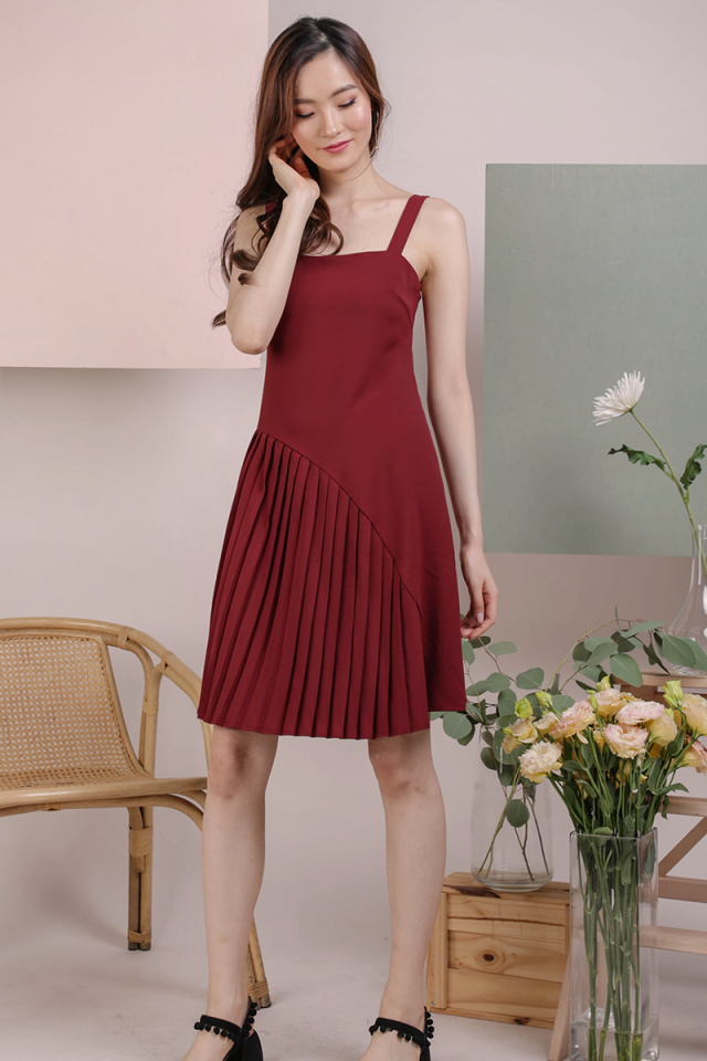 Mel Pleated Dress (Maroon)