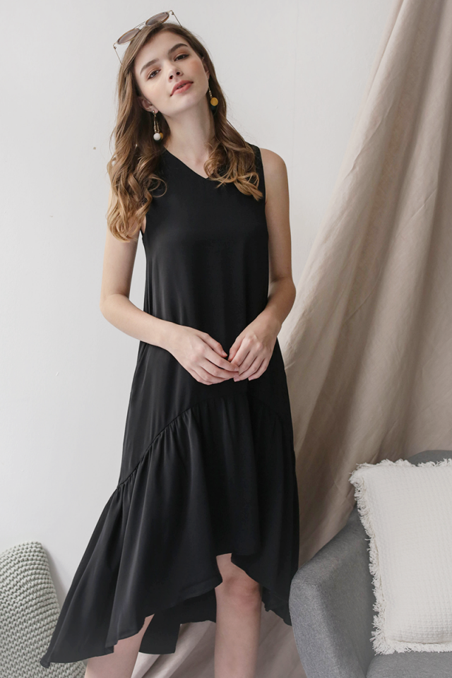 Gia Fishtail Dress (Black)