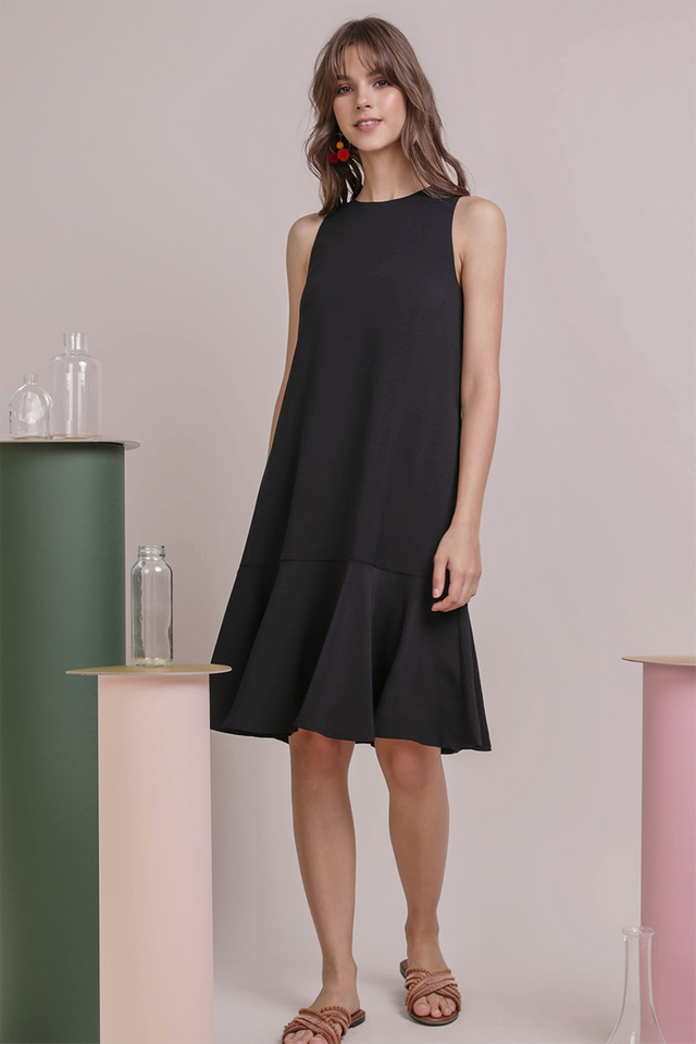 Jayne Drop Hem Dress (Black)