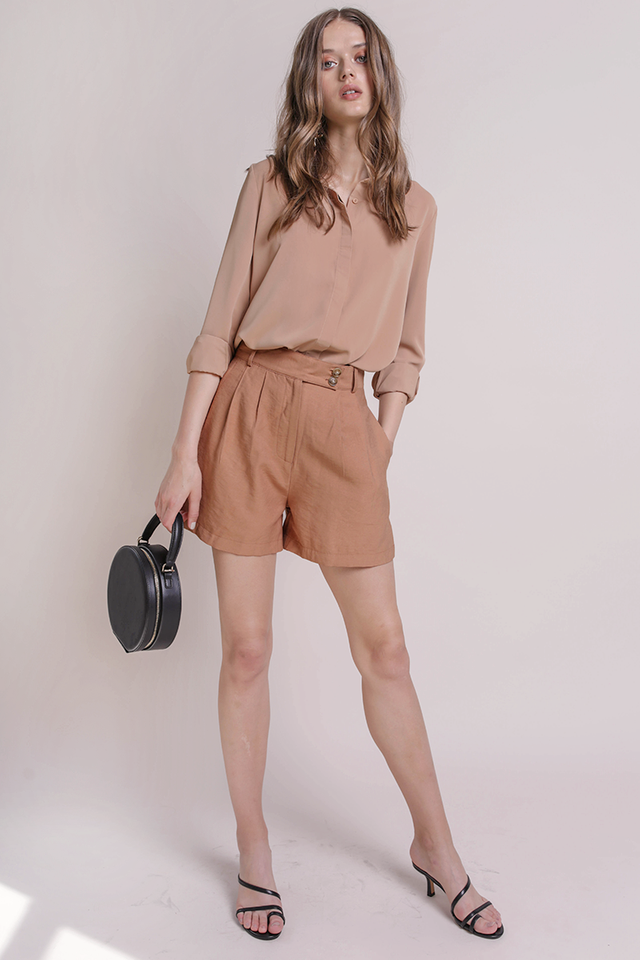 Oda Button Shorts (Camel)