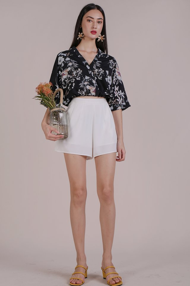 Azra Cropped Top (Black Bouquet)